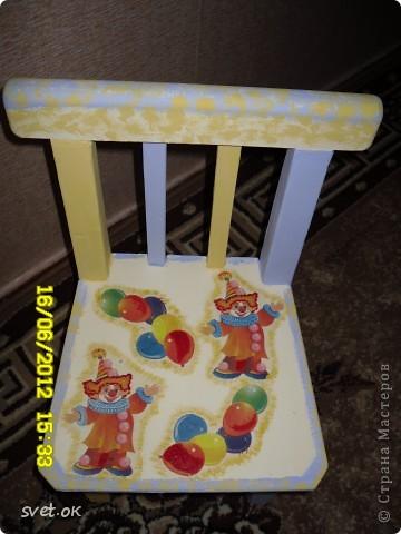 Здравствуйте, дорогие мастерицы! выношу на ваш суд свой первый опыт переделки старой вещи. вот такой стул сделала своему малышку. фото 6