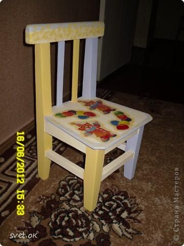 Здравствуйте, дорогие мастерицы! выношу на ваш суд свой первый опыт переделки старой вещи. вот такой стул сделала своему малышку. фото 7