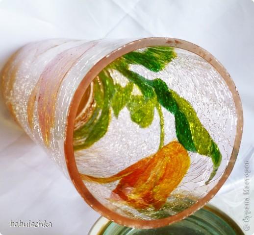 цвет самой вазы нежнооранжевый,стекло всё в трещинках-кракле. фото 4