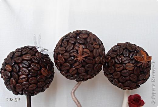 Привет девуленьки. Получила задание сделать 3 мааааленьких деревца (19,20,19 см) в разном стиле. Времени было дано сутки. Вот, что из этого вышло. Кстати, ооочень понравилось делать такие манюньки)))))))) фото 2