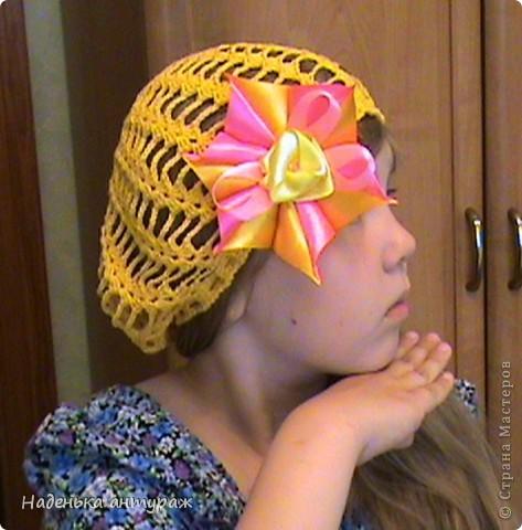 Хочу показать вам какие украшения для волос я сделала своим дочкам. Для старшей Настеньки вот такую повязочку с цветочком из органзы фото 4
