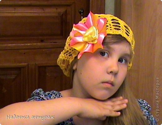 Хочу показать вам какие украшения для волос я сделала своим дочкам. Для старшей Настеньки вот такую повязочку с цветочком из органзы фото 5