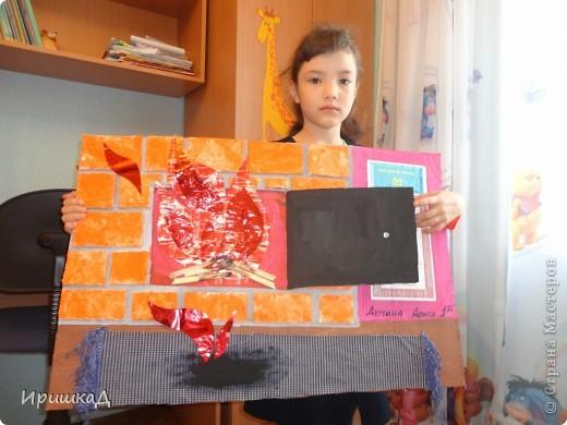 """Это наша поделка в школу на тему: """"Пожар"""", выполнена из сочетания различных материалов: основа  - картон, кирпичи - нарезанная потолочная плитка, огонь - подарочная бумага разного качества, ковер - ткань. Раскрашивание гуашью. Наша поделка заняла 1 место на школьном конкурсе и выдвинута на городской конкурс, результатов пока не знаем. фото 3"""