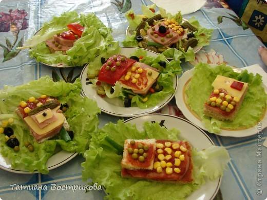 Детские бутерброды - продолжение Телефончики(хлеб,сыр, колбаса,перец красный,огурчики свежие и маринованые,горошек,кукуруза,оливки,салат) фото 1