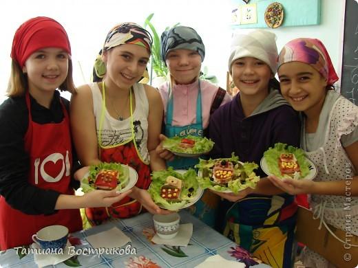 Детские бутерброды - продолжение Телефончики(хлеб,сыр, колбаса,перец красный,огурчики свежие и маринованые,горошек,кукуруза,оливки,салат) фото 7