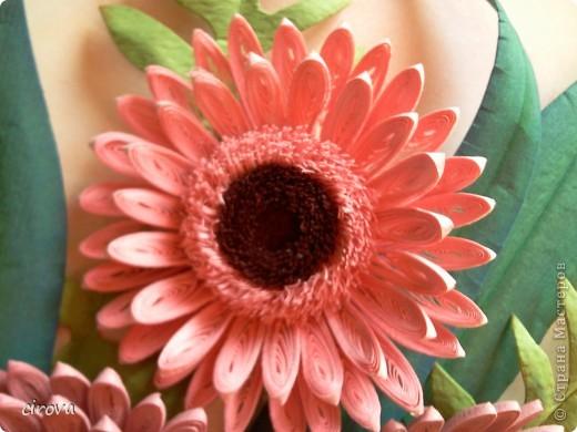 Работа выполнена на заказ, на день рождение. Очень нравятся эти цветы, спасибо Марине СИПОЛИК за них http://stranamasterov.ru/node/271876 , а вот компазиция не очень удалась.  фото 2