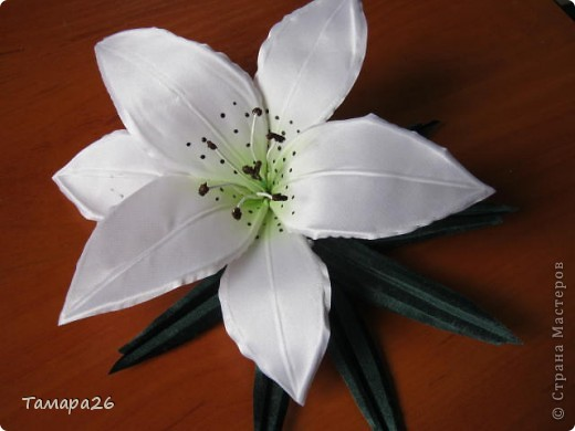 Приветствую жителей прекрасной Страны!! Я сегодня опять с розами, не отпускают они меня, пока это просто цветы, но конечно станут украшением.  МК тут http://forum.say7.info/topic39741-525.html фото 6