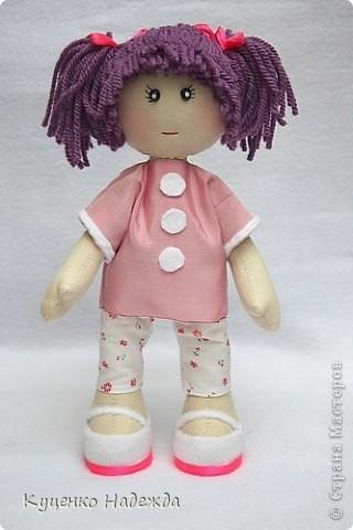 Здравствуйте дорогие мастерицы! Вот и я добралась до пошива этих замечательных кукляшек - большеножек. Только вот большие ножки как-то у меня не получаются...)))) Ручки и ножки подвижны, закреплены шляпной резинкой. Пока все без имён, но это временно. Просто посмотрите на них.... фото 2
