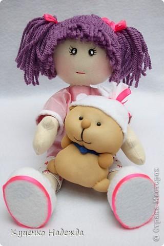Здравствуйте дорогие мастерицы! Вот и я добралась до пошива этих замечательных кукляшек - большеножек. Только вот большие ножки как-то у меня не получаются...)))) Ручки и ножки подвижны, закреплены шляпной резинкой. Пока все без имён, но это временно. Просто посмотрите на них.... фото 1