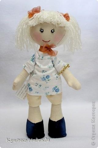 Здравствуйте дорогие мастерицы! Вот и я добралась до пошива этих замечательных кукляшек - большеножек. Только вот большие ножки как-то у меня не получаются...)))) Ручки и ножки подвижны, закреплены шляпной резинкой. Пока все без имён, но это временно. Просто посмотрите на них.... фото 4