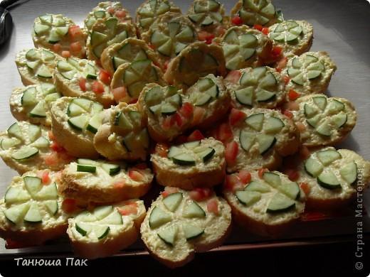 вот такие праздничные бутерброды я приготовила гостям) фото 1