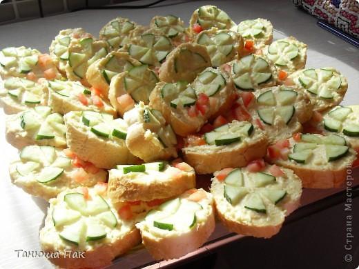 вот такие праздничные бутерброды я приготовила гостям) фото 3