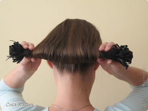 Исходное положение. Все волосы просовываем в прорезь и распределяем их по всей длине заколки. фото 5