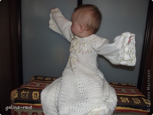Очень долго искали красивую крестильную рубашечку. Потом решила сама связать, вот что вышло. фото 4