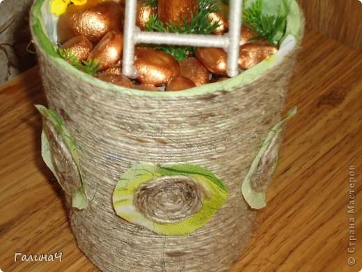 Использовала орешки фундук, только покрасила их золотой краской, хотя, мне кажется, можно было и не красить. фото 2