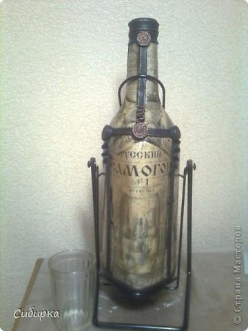 Попросили меня задекорировать 3-х литровую бутыль,с надписью САМОГОН . Вот что у меня получилось.Только вот опять фотала на телефон. фото 4