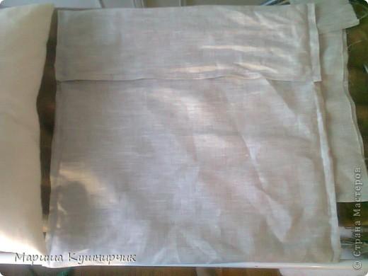 Всем привет!решила рассказать как быстро и при минимальных затратах сделать декоративно-диванную подушку для хорошего настроения размер 40*40 нам понадобится Ткань: лен(наша наволка) и бязь(основа подушки) набивка: холофайбер ароматы: масло лаванды и шалфея морская соль фетр для бабочек  паутинка для крепления их к ткани сантиметр,мыльце или портной мелок(кому как удобно) нитки,машина,оверлок фото 13