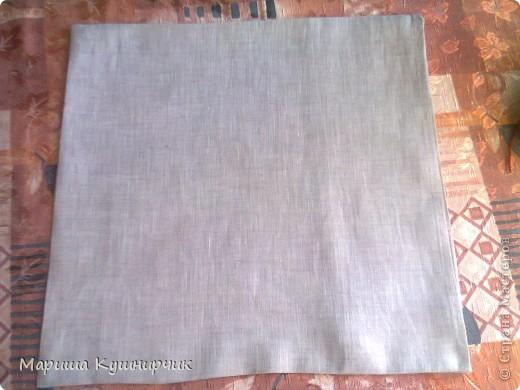 Всем привет!решила рассказать как быстро и при минимальных затратах сделать декоративно-диванную подушку для хорошего настроения размер 40*40 нам понадобится Ткань: лен(наша наволка) и бязь(основа подушки) набивка: холофайбер ароматы: масло лаванды и шалфея морская соль фетр для бабочек  паутинка для крепления их к ткани сантиметр,мыльце или портной мелок(кому как удобно) нитки,машина,оверлок фото 15