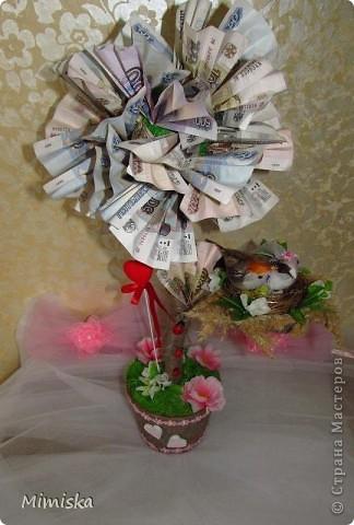 Обычно на свадьбу дарят деньги. Но не дарить же их скучным способом - в конверте)) Пришло в голову денежное дерево. За идею и вдохновление спасибо Надюшке11 https://stranamasterov.ru/node/364621?c=favorite  фото 4