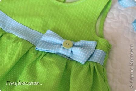 Решила немного разнообразить конфетно-розовую гамму дочкиного гардероба. Сшилось вот такое летнее платьице в зелёно-голубых тонах. фото 3