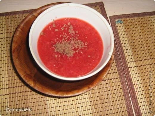 """С итал.  """"Panna cotta"""" — """"Варёные сливки"""". Вкуснейший десерт, обалденно вкусно, нежно, тает во рту). Ингредиенты для первого (сливочного) слоя: 1) сливки-не меньше 18% (если на диете, то 10%)- 400 мл; 2)сахар- 70 гр; 3)желатин- 1 столовая ложка. Второй слой(клубничный): 1) желатин- 2 чайных ложки; 2) клубника- 150-200 гр; 3) сахар- 30-50 гр. Шоколад для украшения. фото 13"""