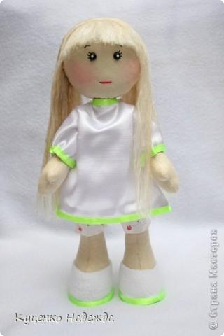 Всем добрый день или ночь!!! Девочки, я просто заболела этими куклами и не могу остановится... Вот у меня появились ещё две девочки. Экспериментирую с одеждой, образом и волосами. У этой красотки волосы из пряжи (не знаю как называется). фото 4