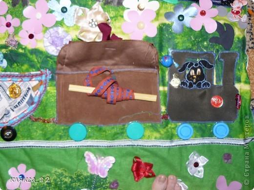 а вот такую игровую панель сшила дочке тоже в садик, она многофункциональна, одевается на твердую основу(двп) и вешается на стену, размер 200х100 см. фото 4