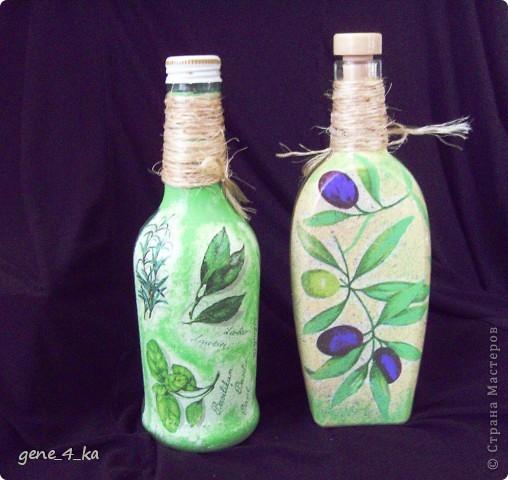 Впервые работала в технике декупаж, вот получилось две бутылочки: одна для оливкового масла, другая для уксуса... фото 1