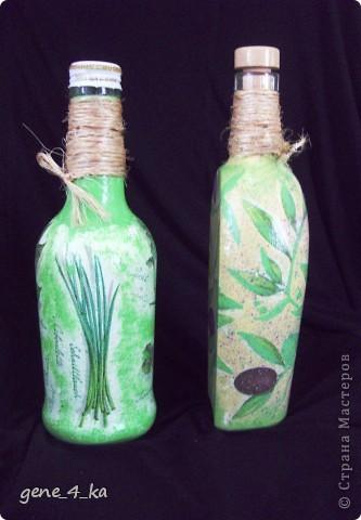 Впервые работала в технике декупаж, вот получилось две бутылочки: одна для оливкового масла, другая для уксуса... фото 2
