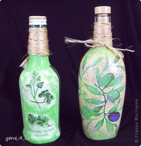 Впервые работала в технике декупаж, вот получилось две бутылочки: одна для оливкового масла, другая для уксуса... фото 3