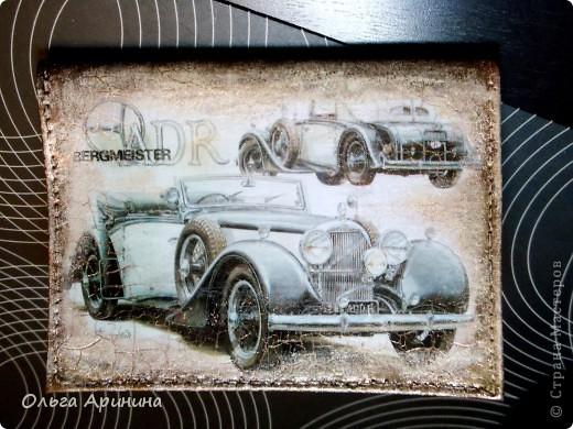 """Лицевая сторона обложки для автодокументов """"Ретро авто"""". С помощью кракелюра предала изображению дух «старины» и определённый шарм! фото 1"""