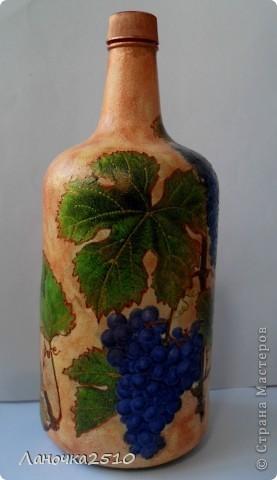 ну вот....наконец закончила последний заказ этой недели... большая бутыль для домашнего... виноградного... (скоро эта бутылочка поедет в Осетию....) теперь - вся ночь моя....хочешь - спи...хочешь - для себя ваяй...  что получилось - смотрите... фото 1