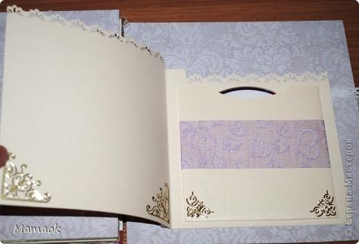 Еще прошлым летом в срочном порядке для молодоженов решила сделать подарочный альбом. Сделала за 2 вечера, точнее ночи )) В моей копилочке оказалось лишь 3 листика бумаги соответсвующей тематики, остальное - бумага из разных наборов и тематик, украшений для свадебных работ тоже не оказалось, поэтому пришлось делать сборную солянку (как говорится слепила из того что было ))  ) Обложка фото 15
