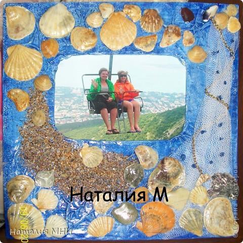 Всем здравствуйте!!!Вот поехала на море и решила не покупать себе сувенир, а сделать его самой.Собрала я значит ракушки, камушки, песочку в бутылочку))))И со всем этим добром поехала домой))) фото 15