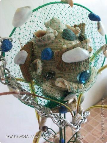 Задумывалось совсем другое дерево,наконец то  получилось обмотать  шарик ниткой.Но когда основа была готова,в голове созрел совсем другой образ. Вот такое морское дерево,сверху сетка,выглядит как сачок для рыбы.Думаю надо рыбку посадить сверху или сбоку на проволоку. фото 2