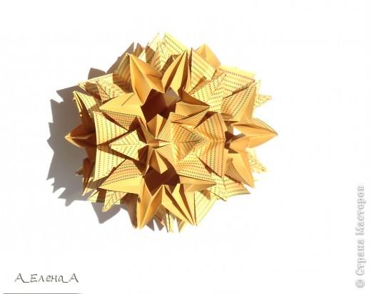 """Здравствуйте! Хочу вкратце рассказать, как я готовилась к конкурсу и поблагодарить всех-всех-всех. Автор Meenakshi Mukerji Название Flower Star.  Из книги """"Exquisite Modular Origami"""" стр 48-50.  30 модулей 5*10 см. Эту кусудаму в начале года показала Светлана Волик.  Таня Турова была первой, кто собрал ее из относительно небольших модулей 5*10 см. Валя Минаева показала такую кусудаму из полосатой бумаги, и я поняла, что геометрический рисунок ей очень подходит. Но взять полосатую бумагу было бы совсем уж плагиатом. У меня оказалась в запасах клетчатая. Собирала не спеша около двух недель. И как только закончила, Маша объявила конкурс. Я обрадовалась:одна номинация у меня есть. фото 5"""