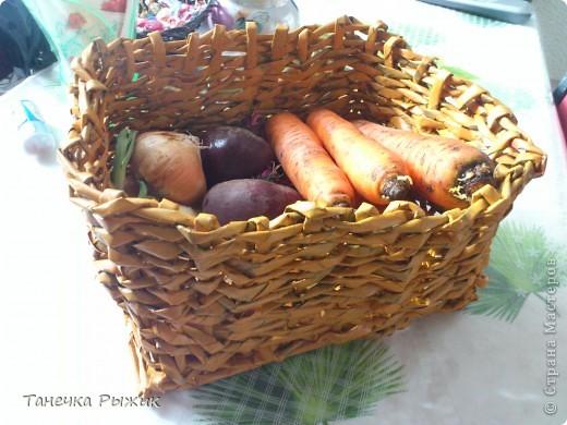Вот в такой корзинке теперь живут мои овощи) Она немного кривовата, но мы с любимым старались) фото 2