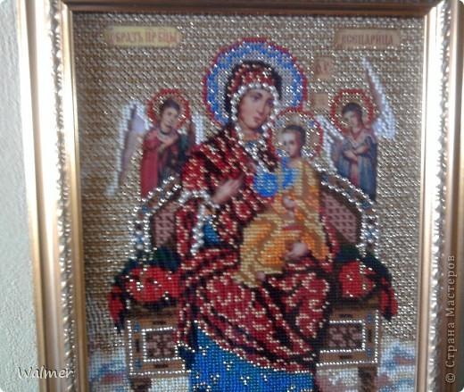 Образ Богородицы Всецарицы я вышивала бисером. От работы получила большое удовольствие и здоровье. Вышивала с молитвами.