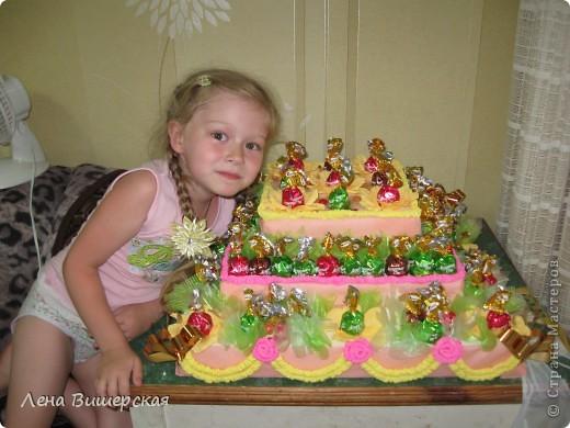 Это заказ на детский праздник.Тортик из конфет я делала впервые.Вот результат: фото 4