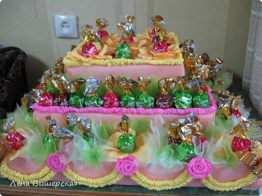 Это заказ на детский праздник.Тортик из конфет я делала впервые.Вот результат: фото 2