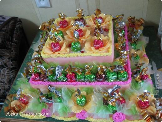 Это заказ на детский праздник.Тортик из конфет я делала впервые.Вот результат: фото 3