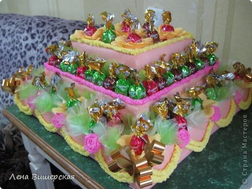 Это заказ на детский праздник.Тортик из конфет я делала впервые.Вот результат: фото 1