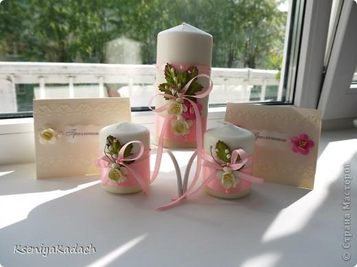 добрый день, рукодельницы-мастерицы)  вот решила попробовать что-то новое для себя и в ансамбль к приглашениям сделала набор свечей для молодоженов. фото 2