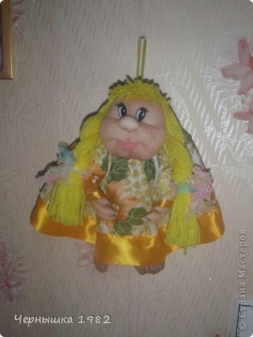 Сшилась у меня новая куколка, как Солнышко... иМЯ ей, еще не придумали... Висит у меня в комнате, радует глаз.  фото 2