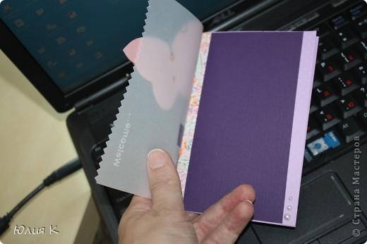Вот такую открытку я подарила родственнице, которая гостила у нас недавно. Хотелось приятно удивить )))  На картонную основу приклеила сначала сбоку полоску красивой японской бумаги, потом широкую полоску картона темного, сверху накрыла плотной калькой,на которую уже поместила все остальное.   фото 4