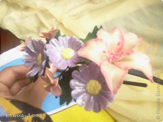 Когда делаю новый для себя цветок на первом-втором, как говорится, учусь. Вот из этих первенцев и собран ободок. фото 1