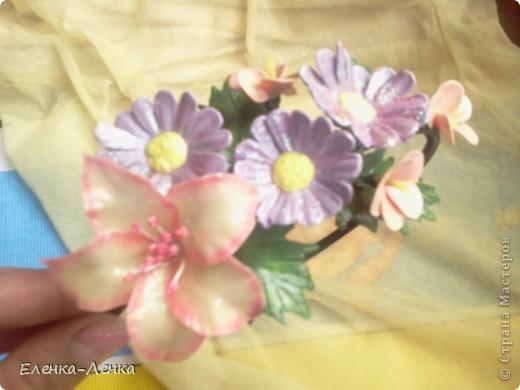 Когда делаю новый для себя цветок на первом-втором, как говорится, учусь. Вот из этих первенцев и собран ободок. фото 2