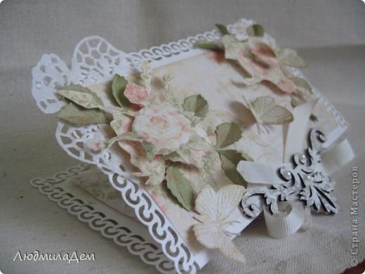 Вот такая открыточка у меня сотворилась к свадьбе. В работе использовала два вида скрапбумаги, бумагу для пастели, кружево, ленты, бусины, объемный контур. фото 5