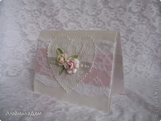Вот такая открыточка у меня сотворилась к свадьбе. В работе использовала два вида скрапбумаги, бумагу для пастели, кружево, ленты, бусины, объемный контур. фото 3