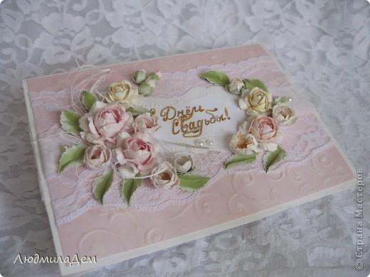 Вот такая открыточка у меня сотворилась к свадьбе. В работе использовала два вида скрапбумаги, бумагу для пастели, кружево, ленты, бусины, объемный контур. фото 4